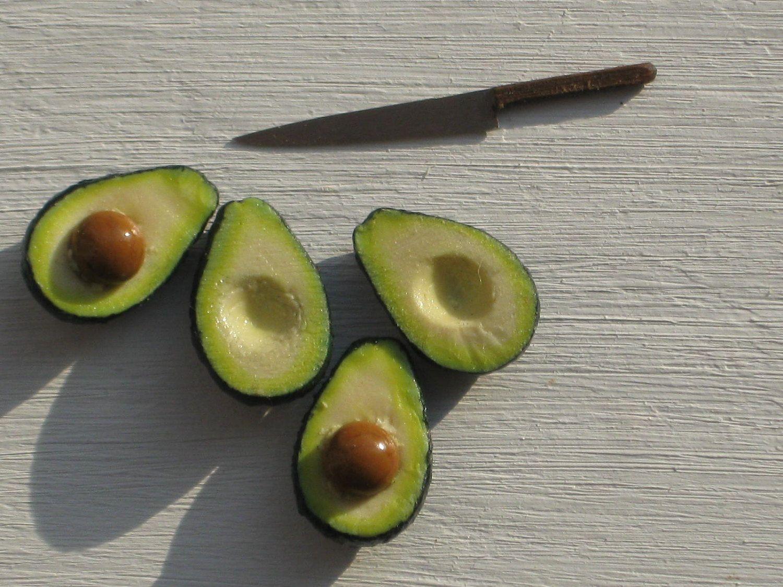 you can cut it!! 1:12 dollhouse miniature avocado