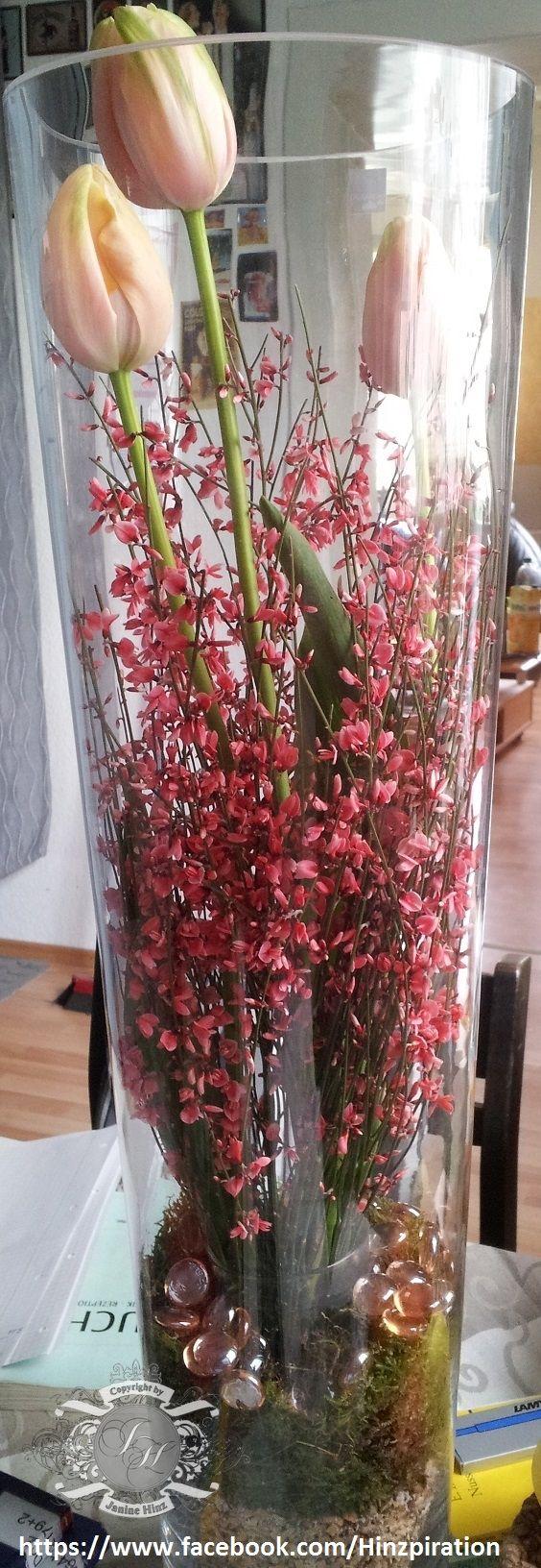 Ostern 2013 Franzosische Tulpen Und Ginster In Einer Bodenvase