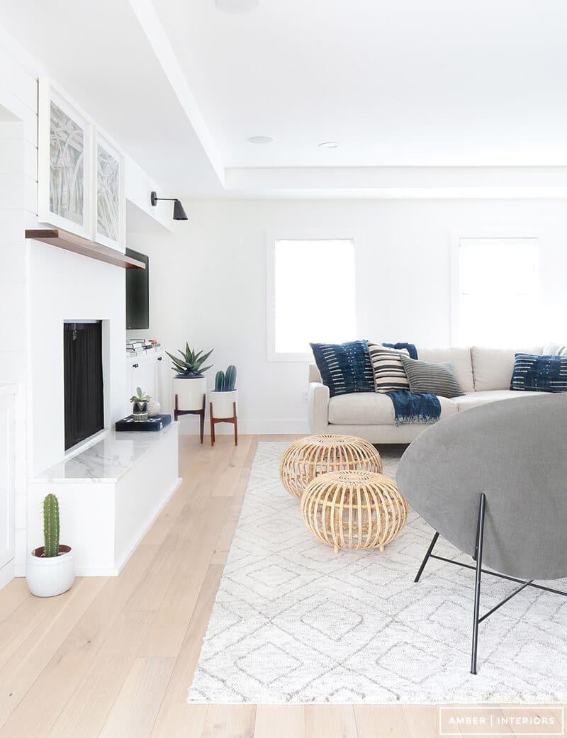 Minimalist Living Room With Geometric Rug  Minimalist Interior Stunning Minimalist Living Room Decorating Design
