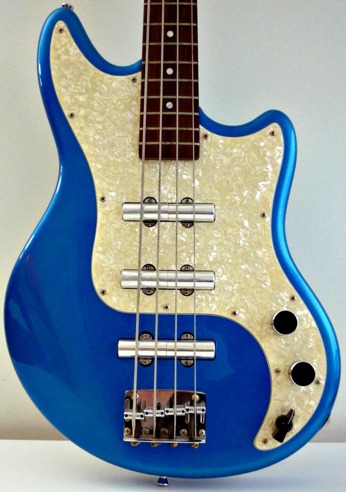 Schecter Hellcat Bass In Blue Sparkle Late 90s The Chickenhead Lipstick Guitar Pickup Wiring Diagrams Knob As A Selector And Unusual Pickups Are Retrotastic