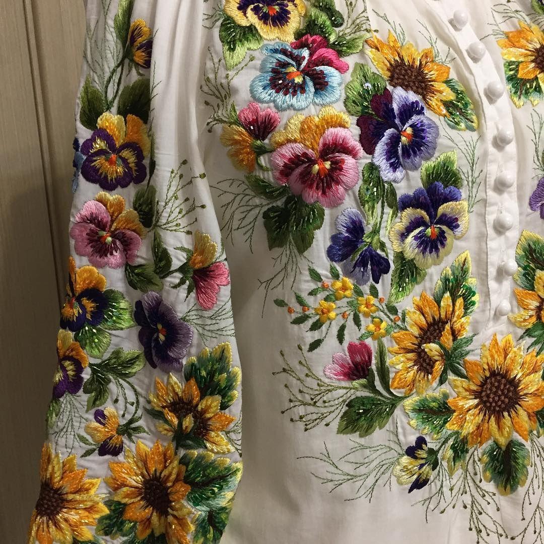Сорочка с вышивкой гладью цветочных мотивов и расшивкой стеклярусом! #embroideryart #embroibery #folk #flowers #embroibery_Olga