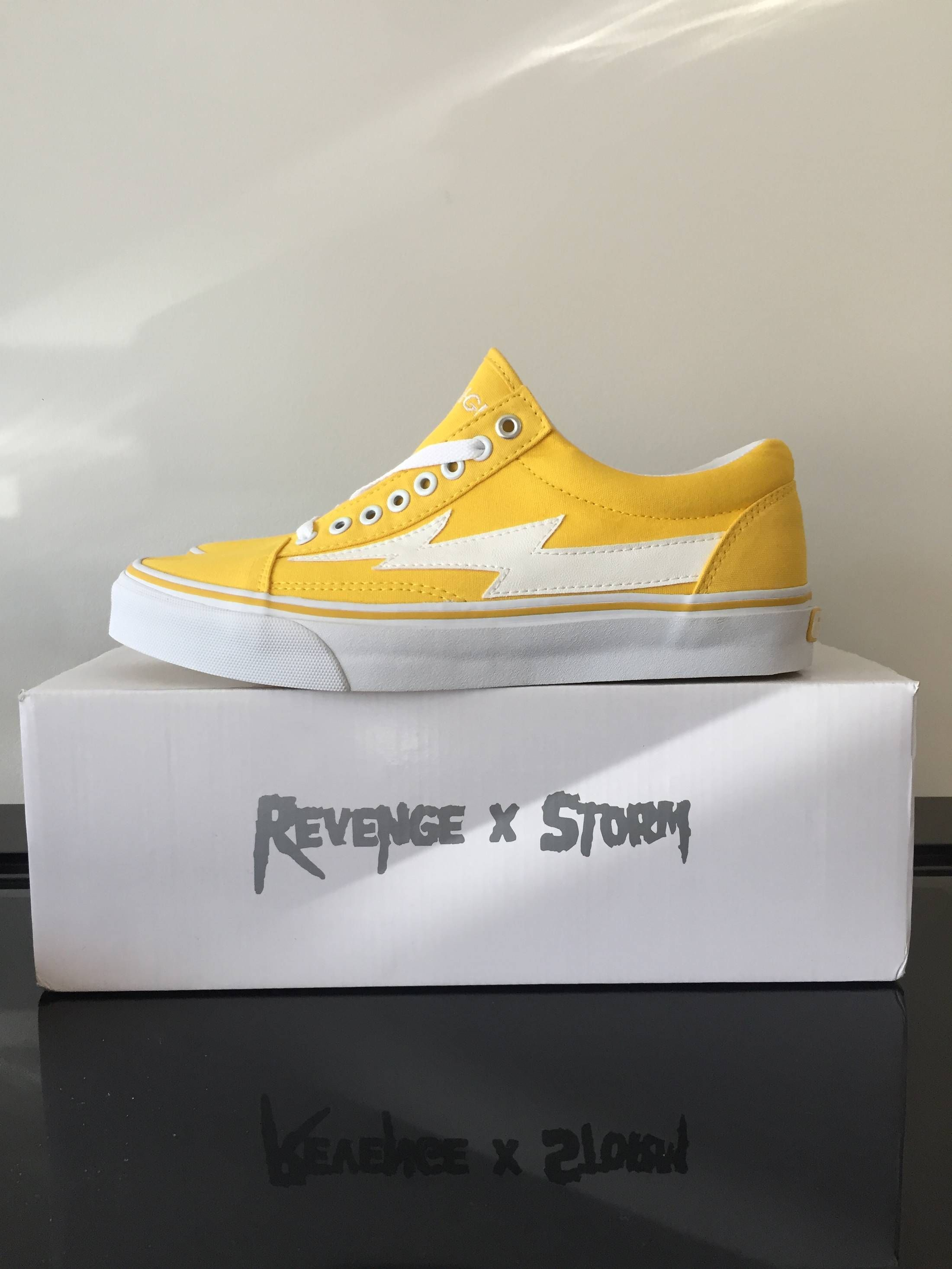 d1f416b4acbf3e Ian Connor Yellow Revenge Storms Vol. 1 Size US 10   EU 43