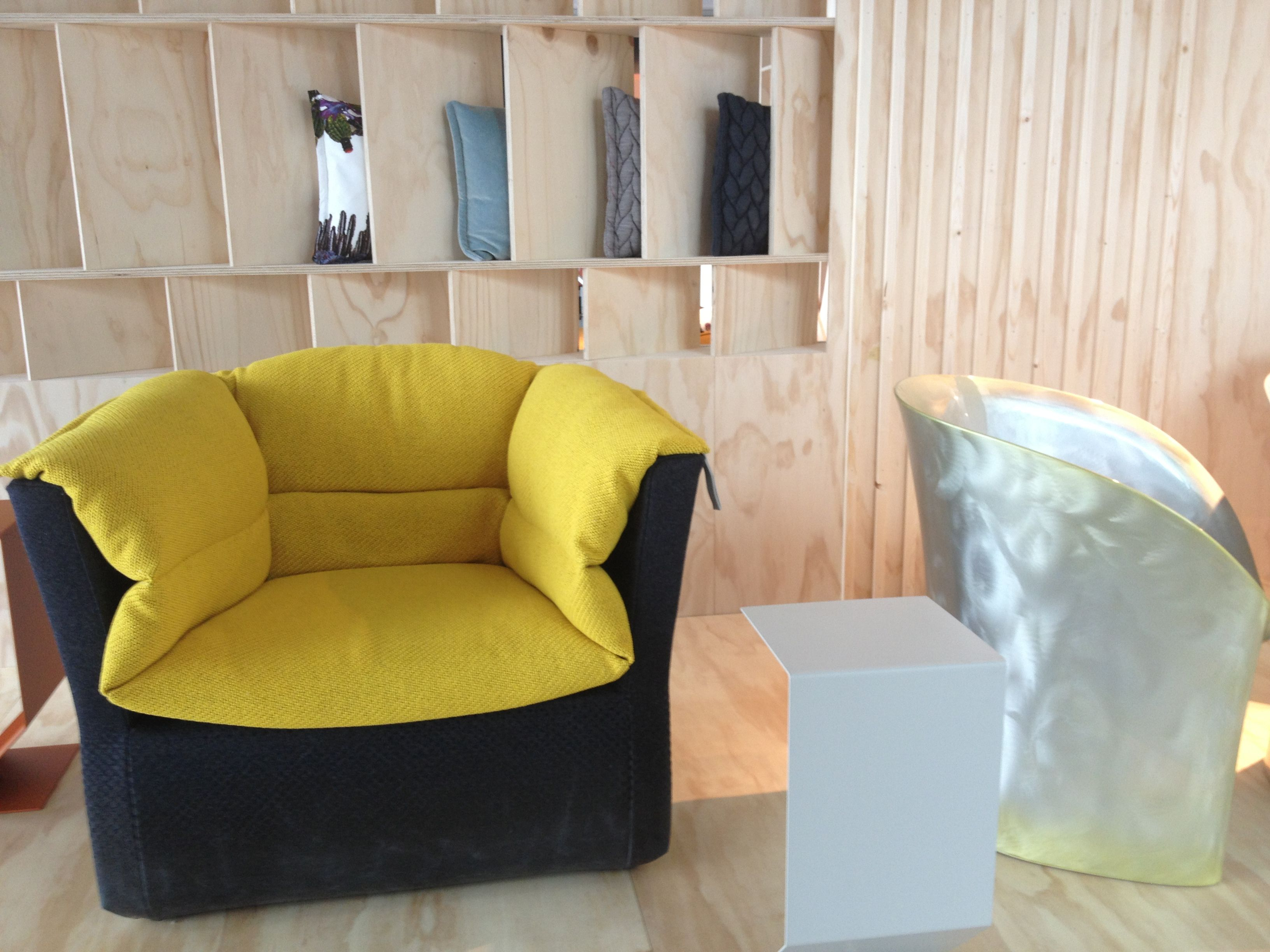 Moroso showroom Amsterdam Love me Tender bank en Clarissa stoel van Patricia Urquiola Moroso Nederland Pinterest