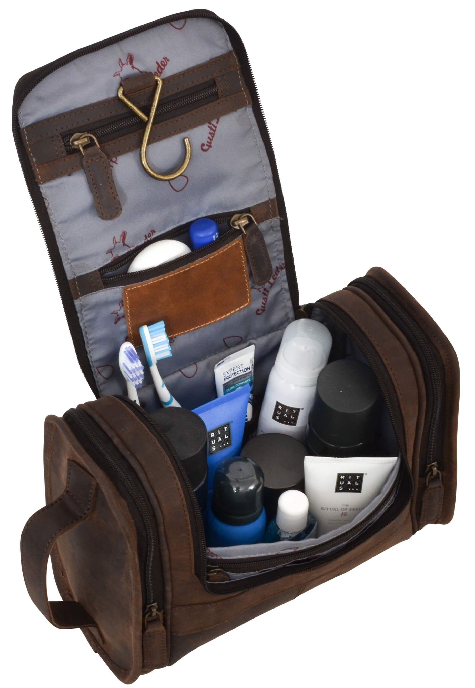 """Wenn Deine Zahnbürste und Dein Shampoo sprechen könnten, würden sie sich """"Chester"""" wünschen. Der Kulturbeutel aus hochwertig verarbeitetem, robustem und strapazierfähigem Büffelleder ist nämlich der perfekte Ort, um Deine Hygieneartikel für die Reise sicher und kompakt zu verstauen. Gusti Leder - 2H30-20-4wp"""