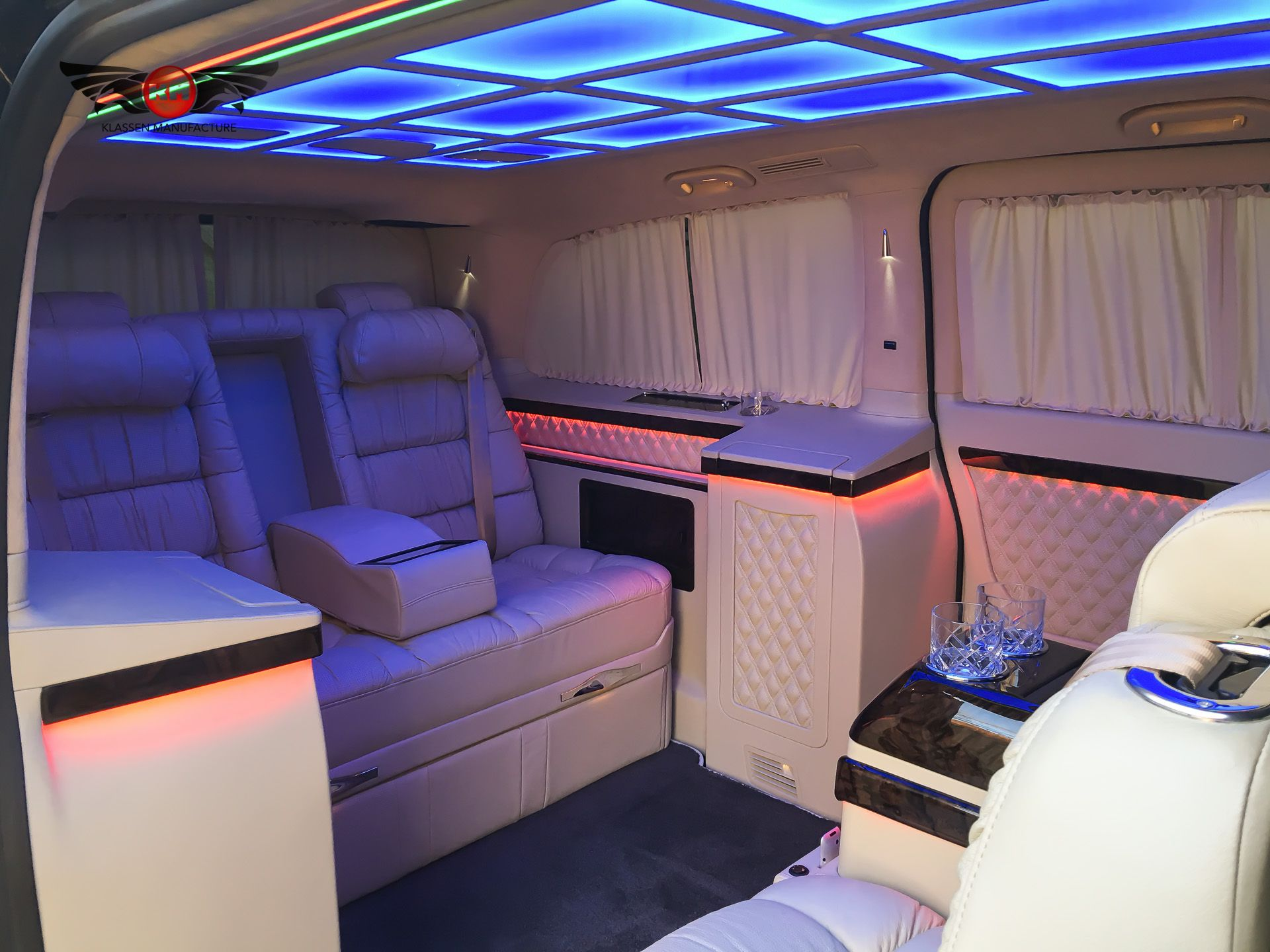 Luxury mercedes benz v class v250 avantgarde vip edition for Exclusive interior designs