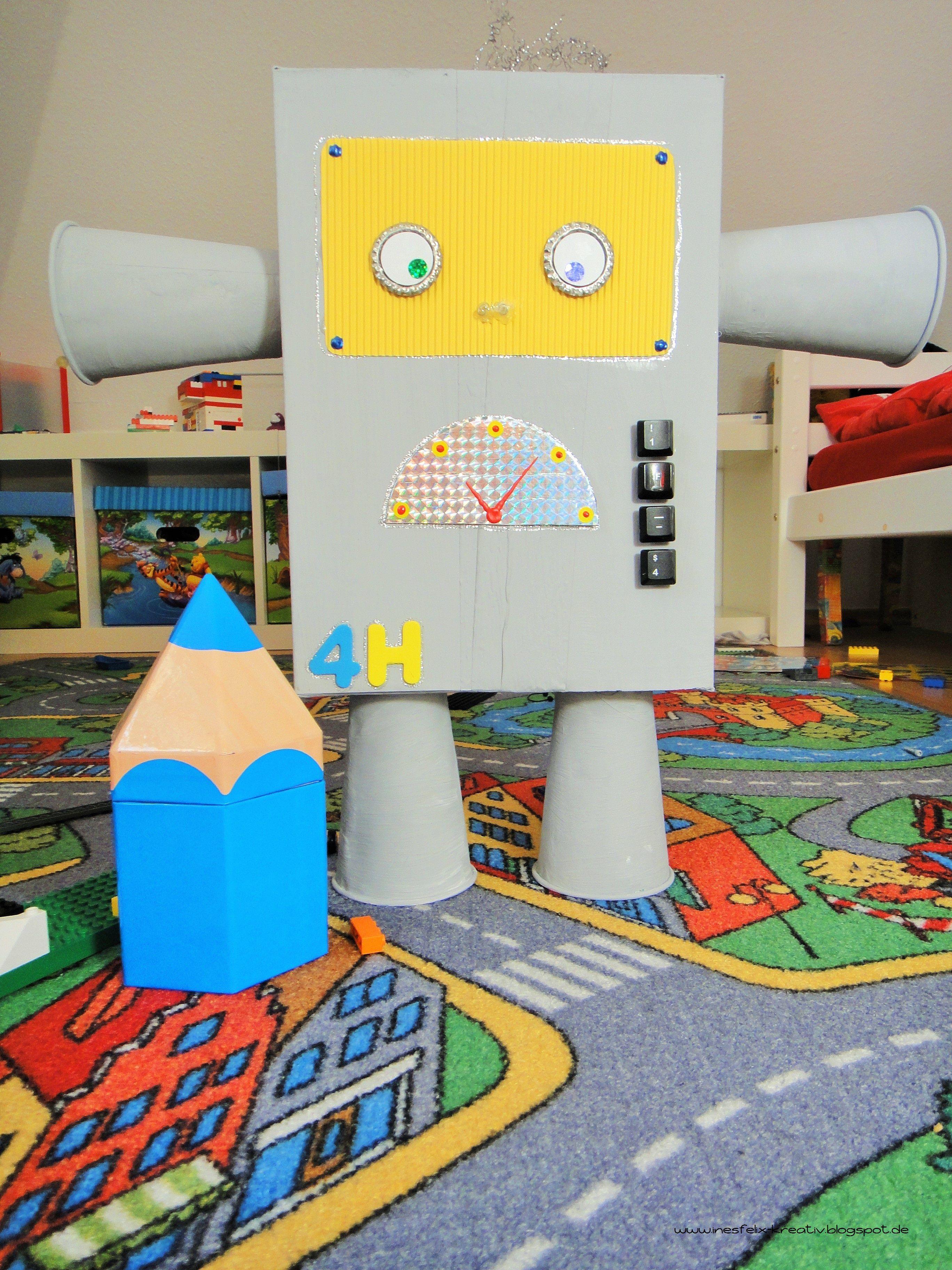 roboter selbst gebaut roboter diy basteln karton kinder roboter kost m kind. Black Bedroom Furniture Sets. Home Design Ideas