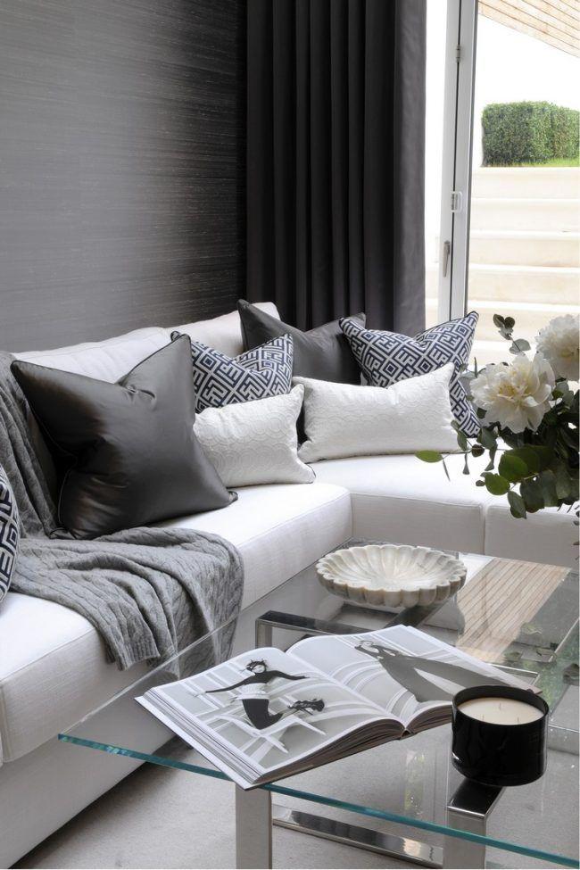 wohnzimmer-modern-gestalten-graue-tapeten-weisses-ecksofa-glas - tapeten wohnzimmer grau