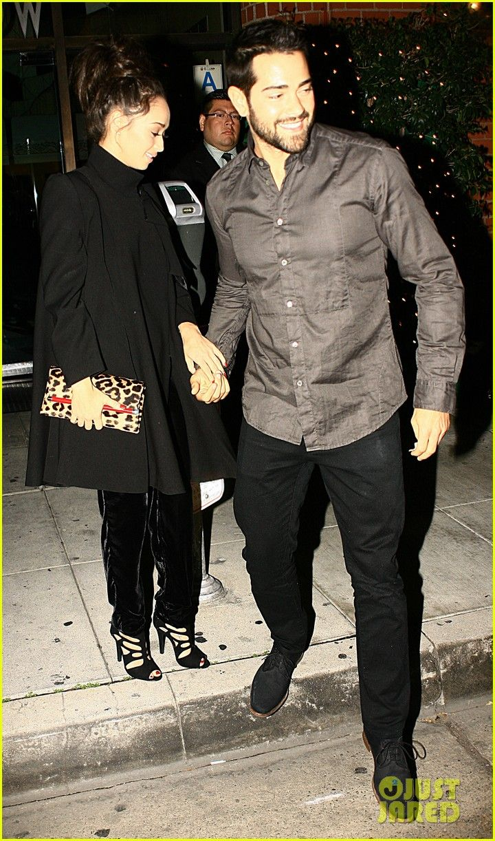 Jesse Metcalfe sits beside his fiance Cara Santana as they dine out at Mr Chow with a large group on Thursday evening (January 2) in Beverly Hills, Calif.  The 35-year-old actor held hands with his gal as they left the restaurant and walked back to their car