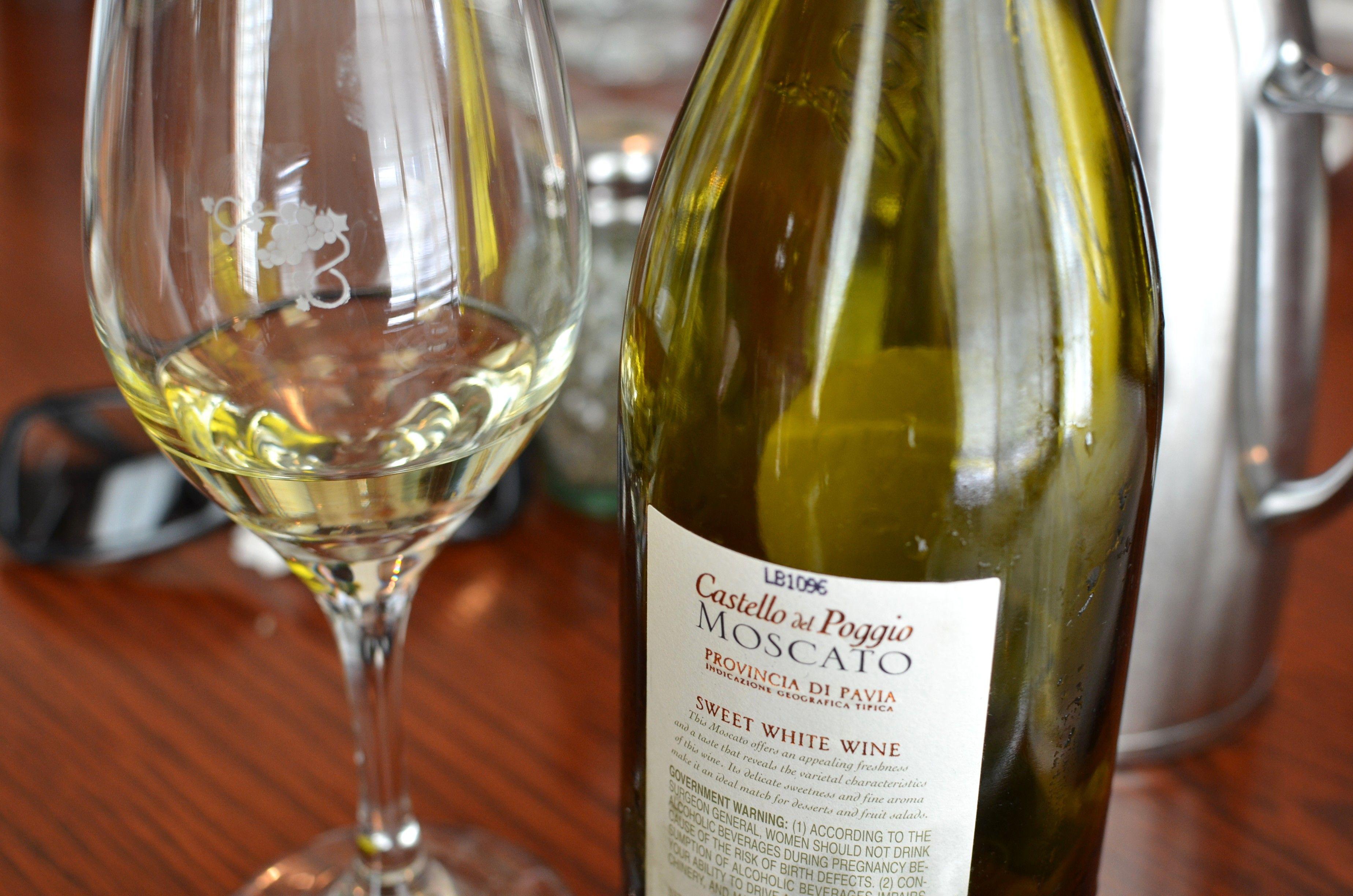 Moscato Castello del Poggio Provincia Di Pavia Sweet White Wine Love ...