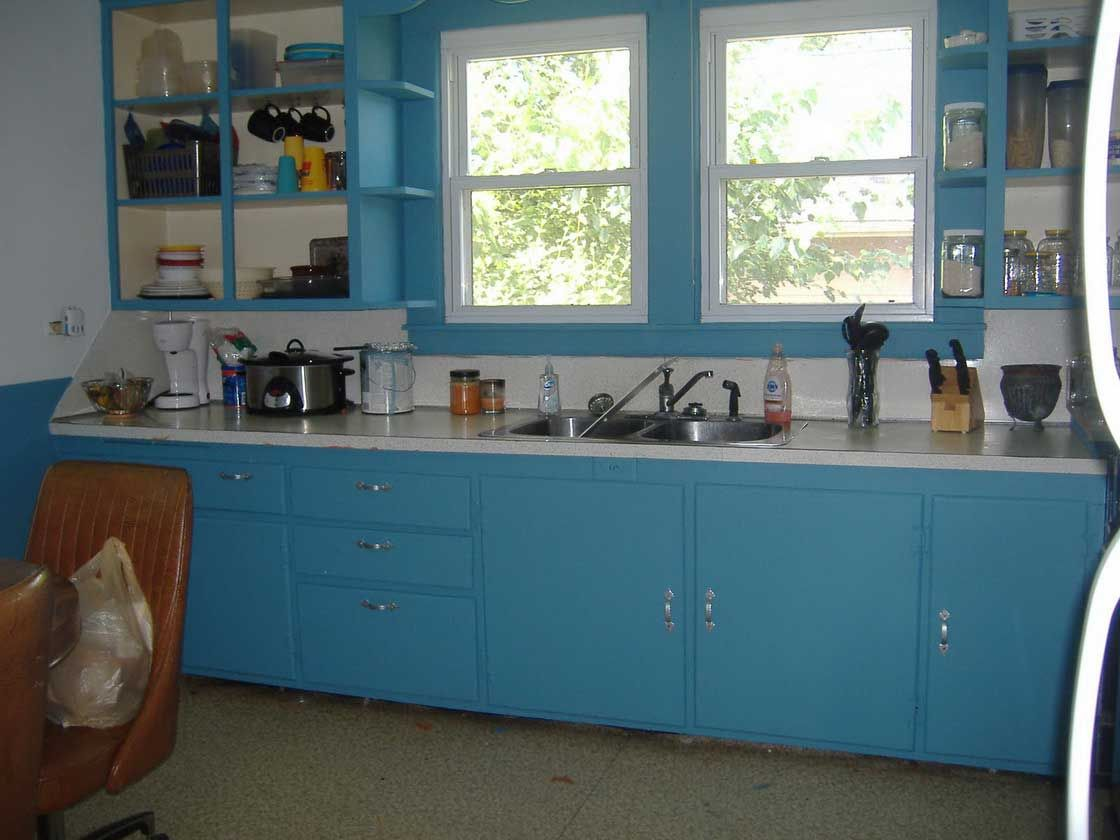 WOW! this makes me miss my old kitchen so much...identical to our ...
