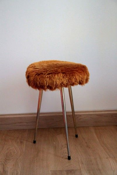 Tabouret tripode en poils synthétiques, vintage et kitsch des ...