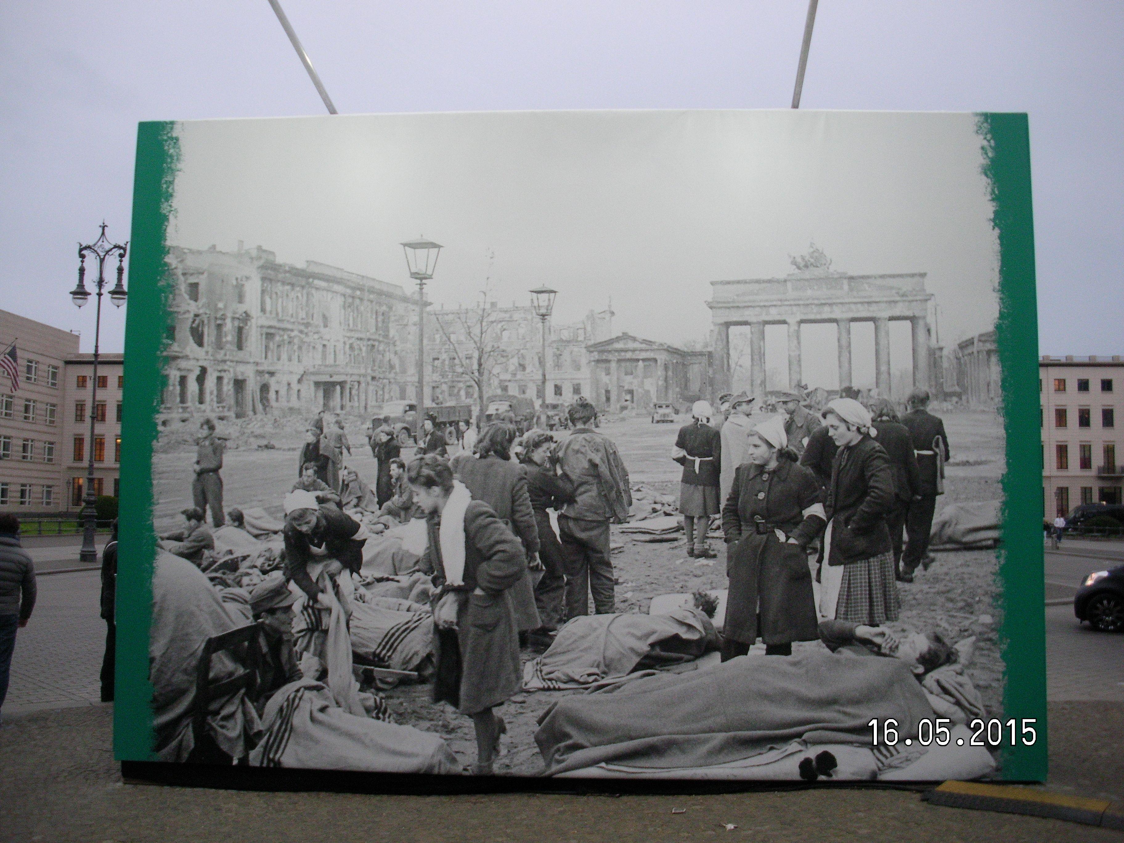 Ausstellungsbild Am Brandenburger Tor 70 Jahre Kriegsende Berlin Urlaub Bilder Ausstellung