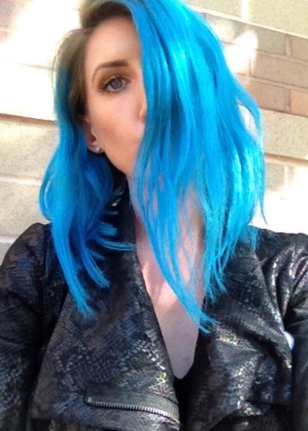pravana neon blue and vivid blue chromasilk vivids in
