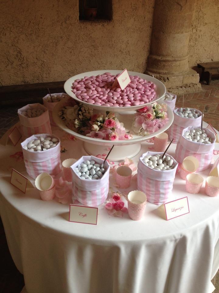 Tavolo dei confetti bomboniere e confetti confetti first communion e wedding - Addobbo tavola prima comunione ...