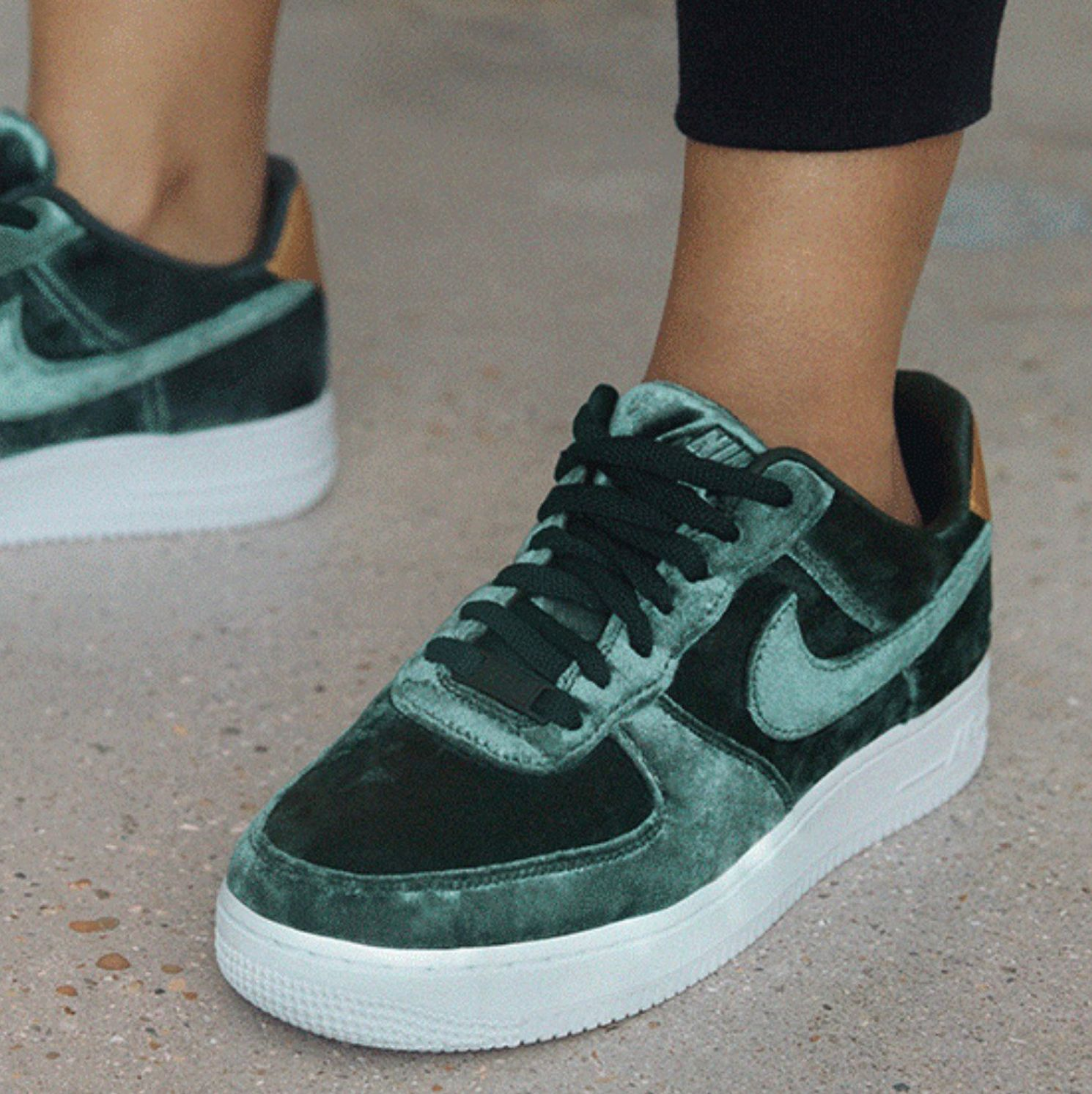 new style aa2fb 9b414 Sneakers women - Nike Air Force 1 velvet green