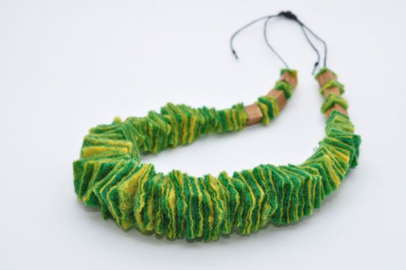Green and yellow wool  Felted necklace Eco от FeltNecklace на Etsy