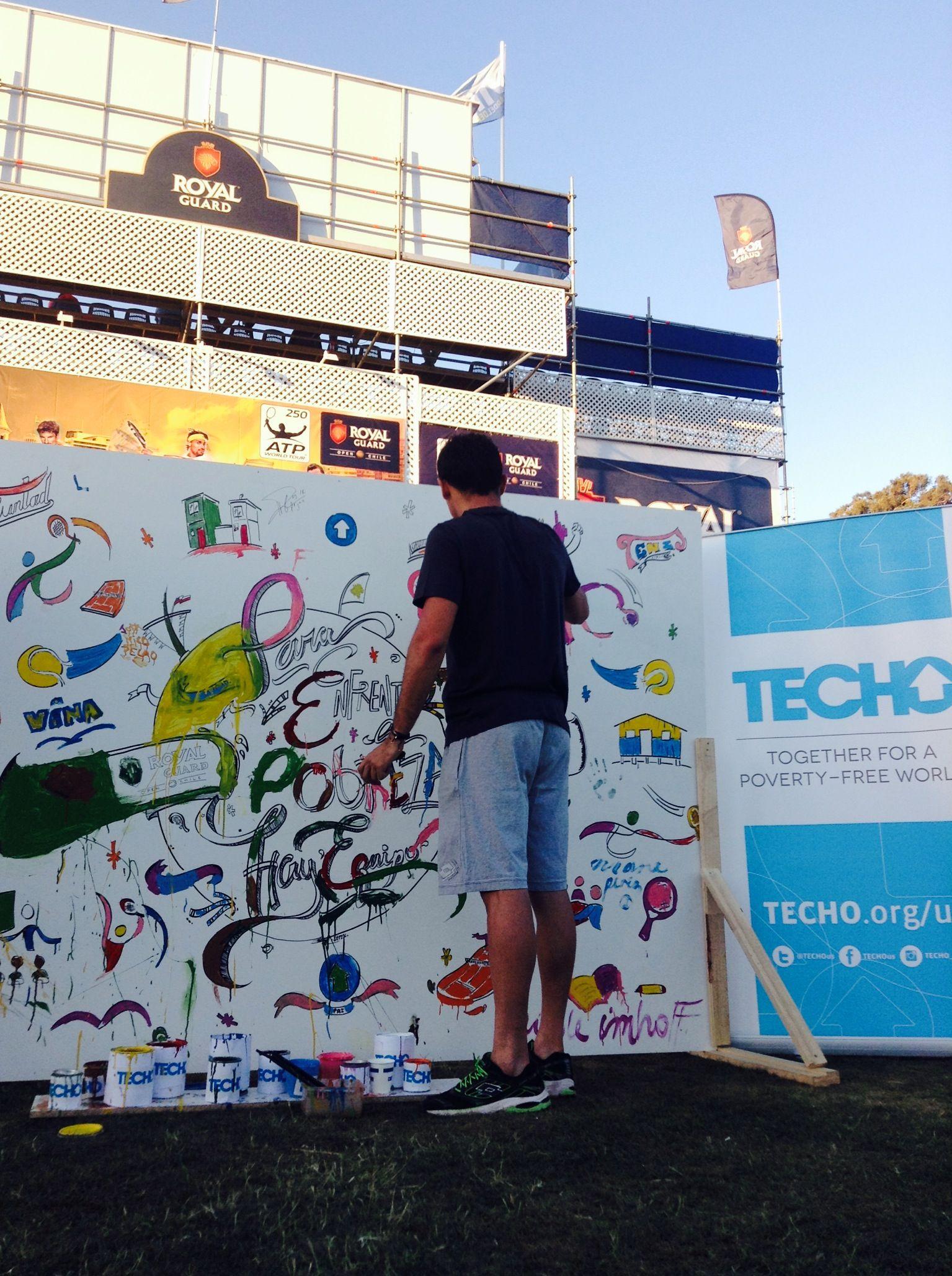 Nico Almagro pintando contra la #pobreza.