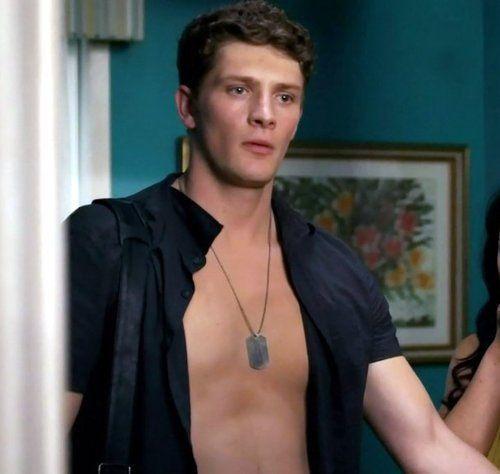 Brett Dier Jane The Virgin Shirtless Celebrities Justin Baldoni