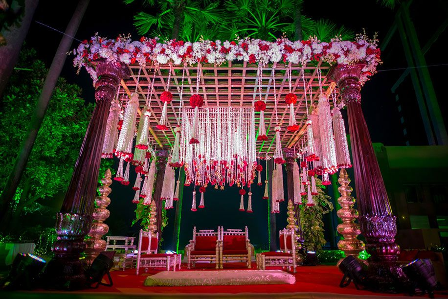 Reeba And Pratik Taj Lands End Mumbai Weddings Weddingsutra Mandap Decor Indian Wedding Decorations Wedding Stage Decorations