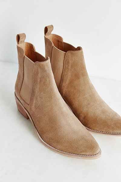 d568afe8341e August Pointy Toe Chelsea Boot - Urban Outfitters Suede Chelsea Boots