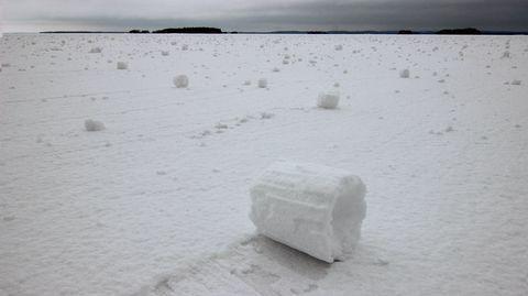 Olosuhteet lumirullien muodostumiseksi olivat sunnuntaina otolliset ja lumirullia on muodostunut paikoin runsaasti ainakin Oulujärvellä.