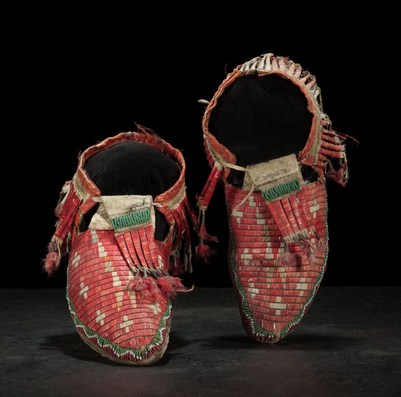 Sioux Beaded And Quilled Buffalo Hide Moccasins Da1 Fourth Quarter 19th Century Cowan S American Indian And Western Western Art American Indians Moccasins