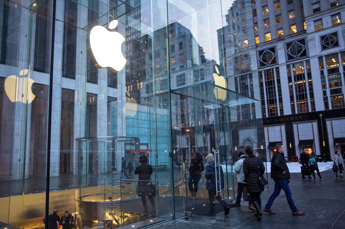 Apple reportedly has a huge, secret VR team Nokia, Apple