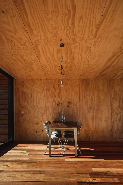 pump house plywood interior multiplex plafond multiplex wanden betonmuren binnenmuren interieurontwerp