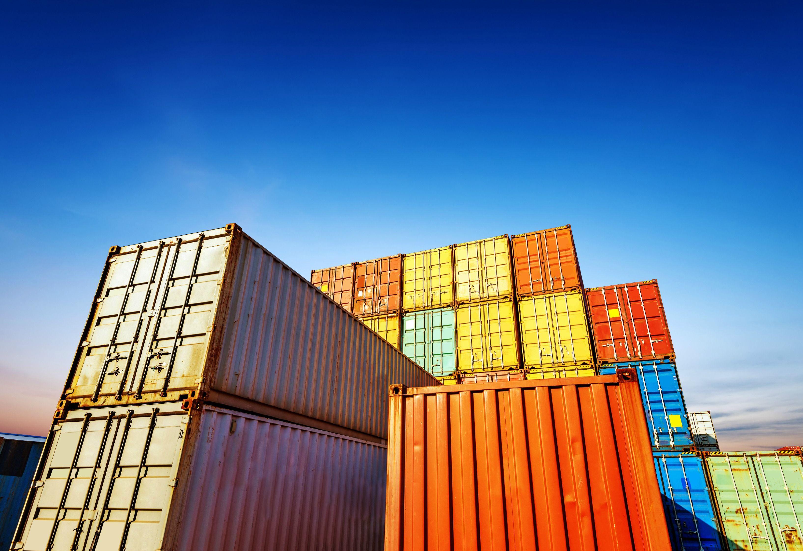 ¿Desea dar a conocer sus productos en América Central? Vea Información de los principales puertos y los documentos de importación que exigen esta región.