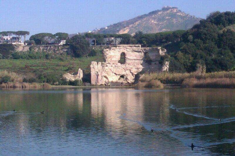 Antichitá sul lago...il tempio di Giove di specchia sulle acque tranquille