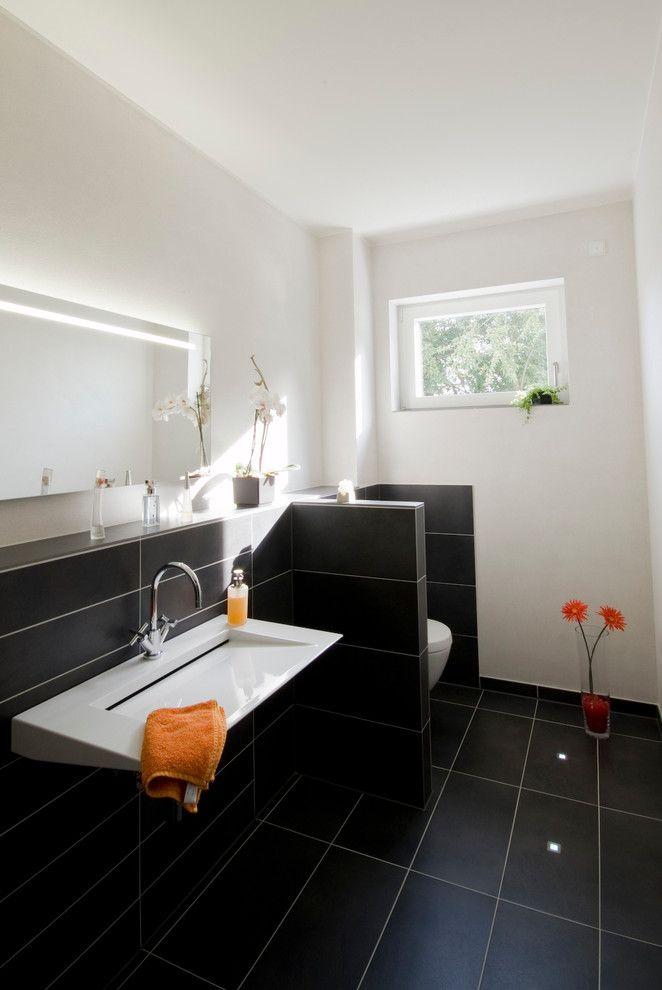 Gaste Wc Fliesen Modern Stil Fur Gastetoilette Mit Schwarze Bodenplatte Von Bolte Galle Architekten In Germany Wohnmob Gaste Wc Wc Fliesen Moderner Stil