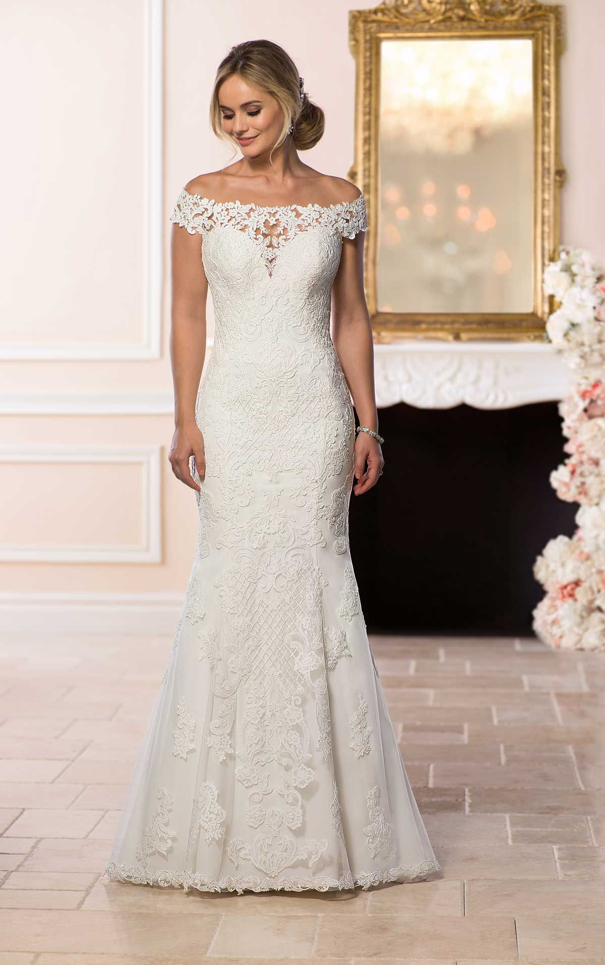 Bohemian Lace Wedding Gown   Stella york, Shoulder sleeve and ...