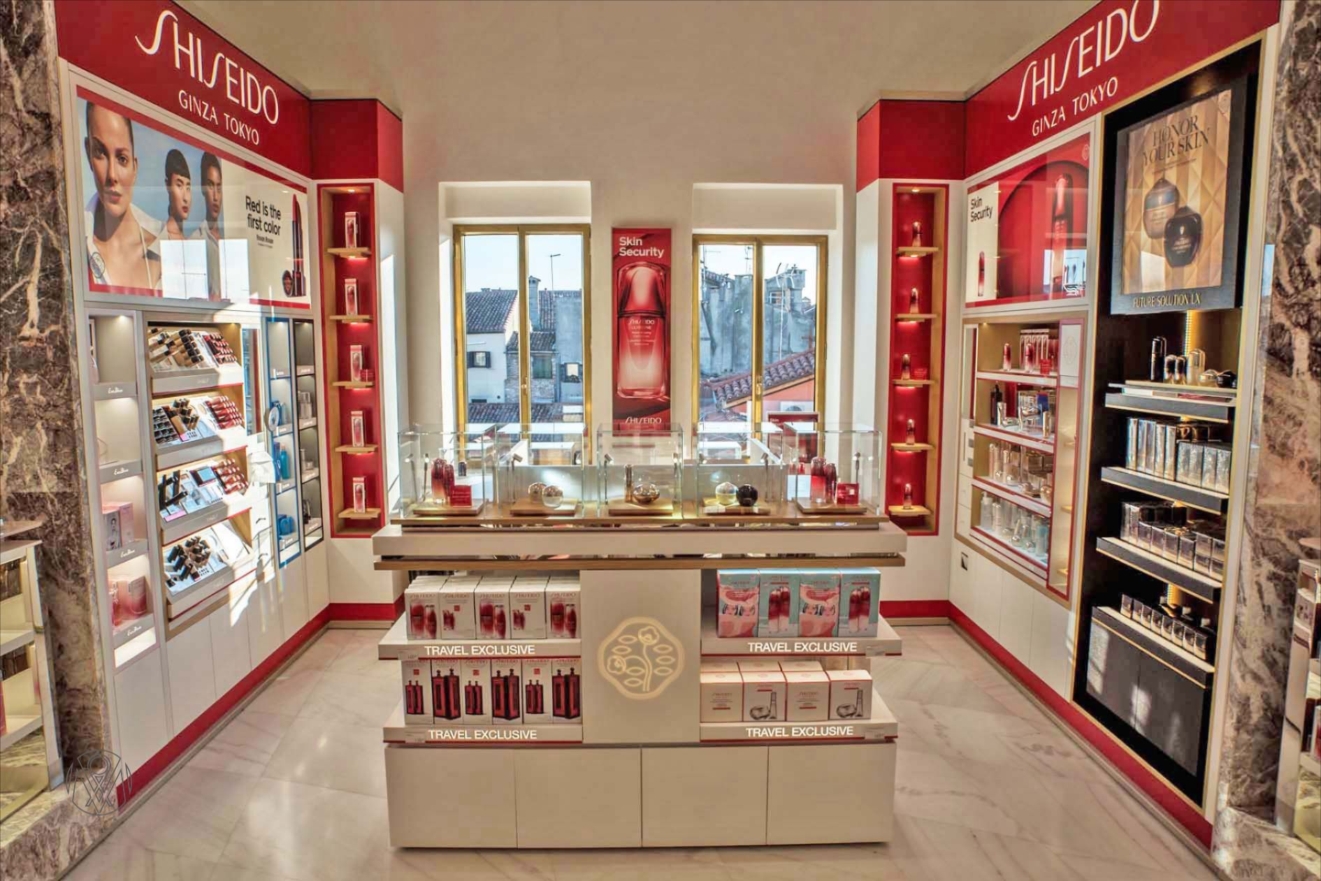 LAB:OM agency x Shiseido. We have designed a shop in shop for @shiseido at the elegant building @tfondaco in Venice, Italy 🇮🇹. Thank you shiseido for our wonderful collaboration! 🚣‍♂️ 🚣‍♂️ 🚣‍♂️ 🚣‍♂️ 🚣‍♂️  #labomagency #design #shopinshop #shiseido #tfondacodeitedeschivenezia #venezia🇮🇹 #interiordesign #elegantstyle #history #beauty #cosmetic #retaildesign #retaildesignagency #spatialdesign #labomhongkong #labomhchiminh #labomparis #aroundtheworld