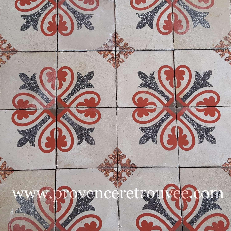 Carrelage Ancien Authentique En Ciment Avec Motifs En Forme De Fleur Rouge Provenceretrouvee Carreaux De Ciment Anciens Carreau De Ciment Carrelage Ancien