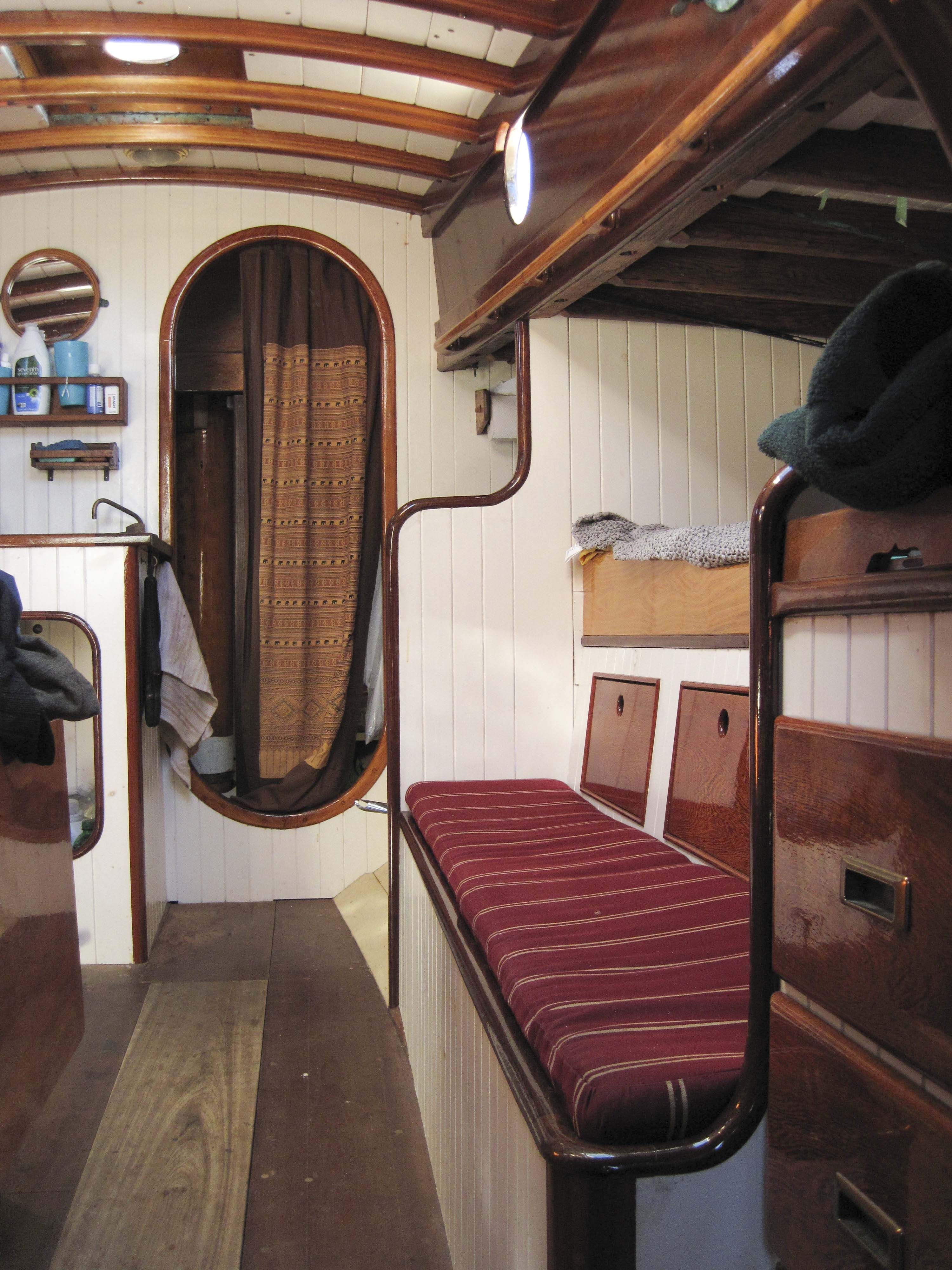 Image Result For Split Level Sleeping Quarters Houseboat - Houseboat