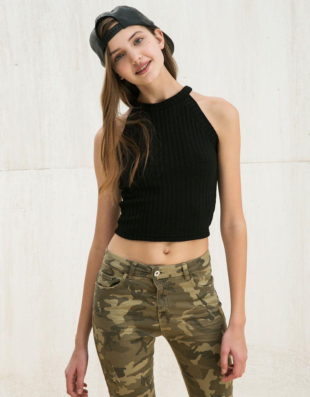 moda mejor valorada comprar popular precios increibles Top BSK cuello Halter canalé | Camisetas junio | Bershka ...