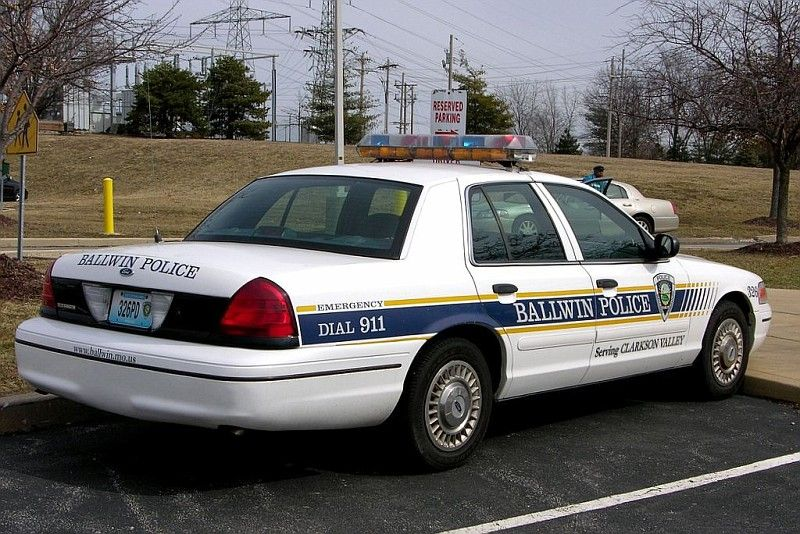 Ballwin Mo Police 326 Ford Cvpi Police Cars Police Emergency Vehicles