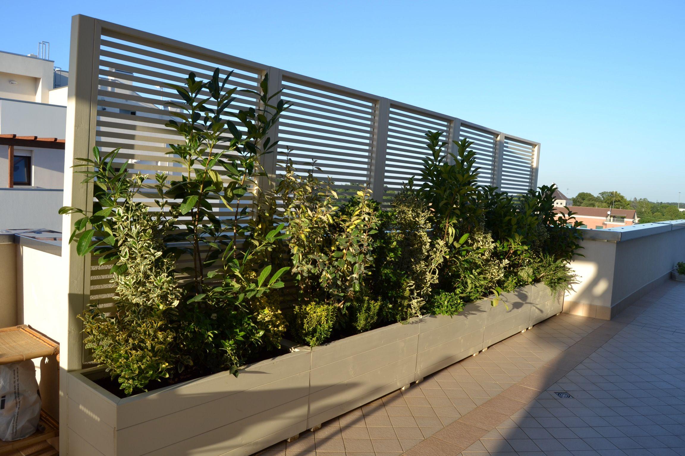 Fioriere con frangisole by outdoor for Divisori con fioriere