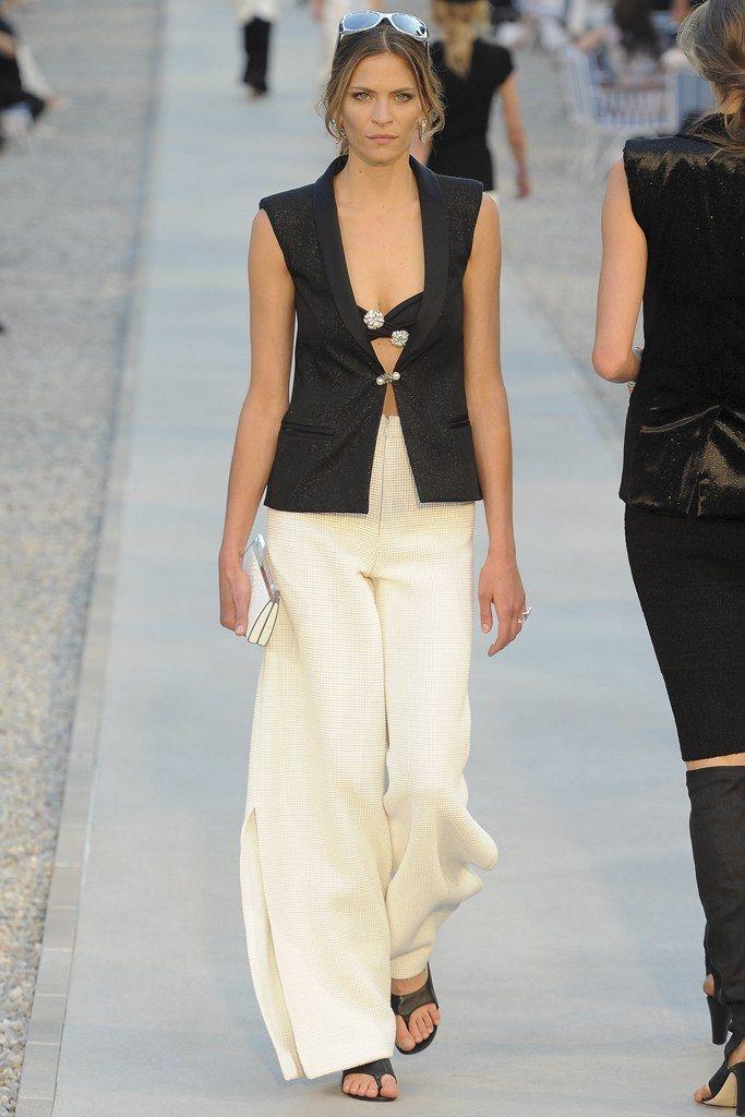 Chanel Resort 2012 Fashion Show - Frankie Rayder
