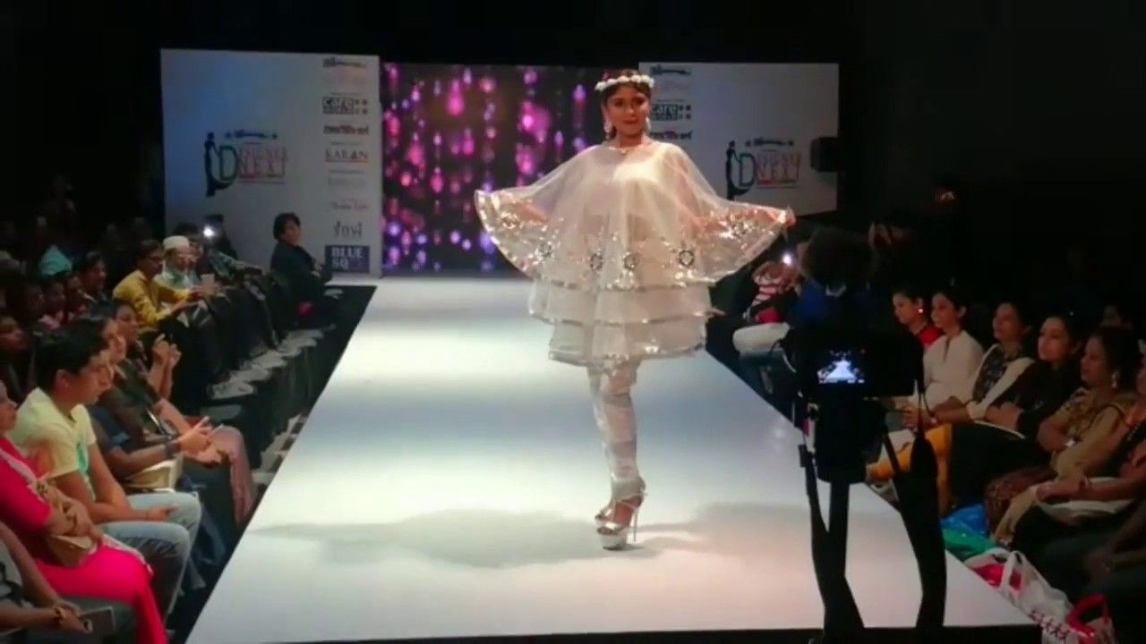 Pin By Dhananjay Filmy On Moviemate Media India Fashion Fashion Show Model