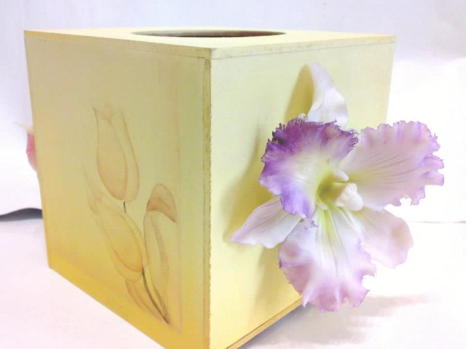 tissue box decorated with clay orchid and decorative painting Fb: facebook.com/crafternovice YT: youtube.com/c/crafternovice Blog: http://crafternovice.blogspot.hk