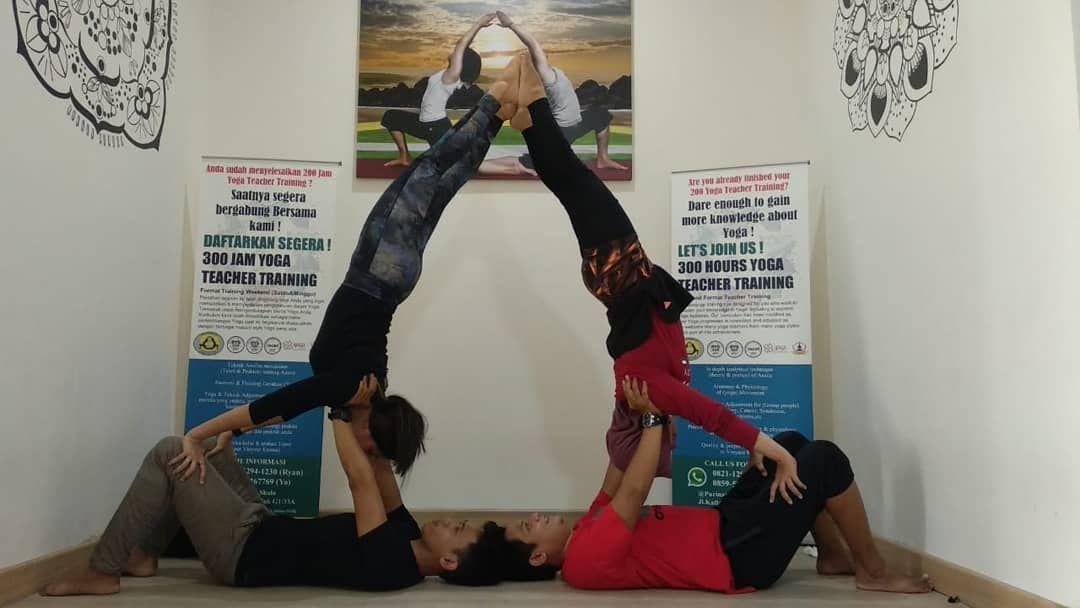 Acro Yoga With Arif Yoga22 Yoga Acroyoga Yogapose Yogapractice Purinawayoga Indonesia Viral Jakarta Yoga Benefits Acro Yoga Yoga Help