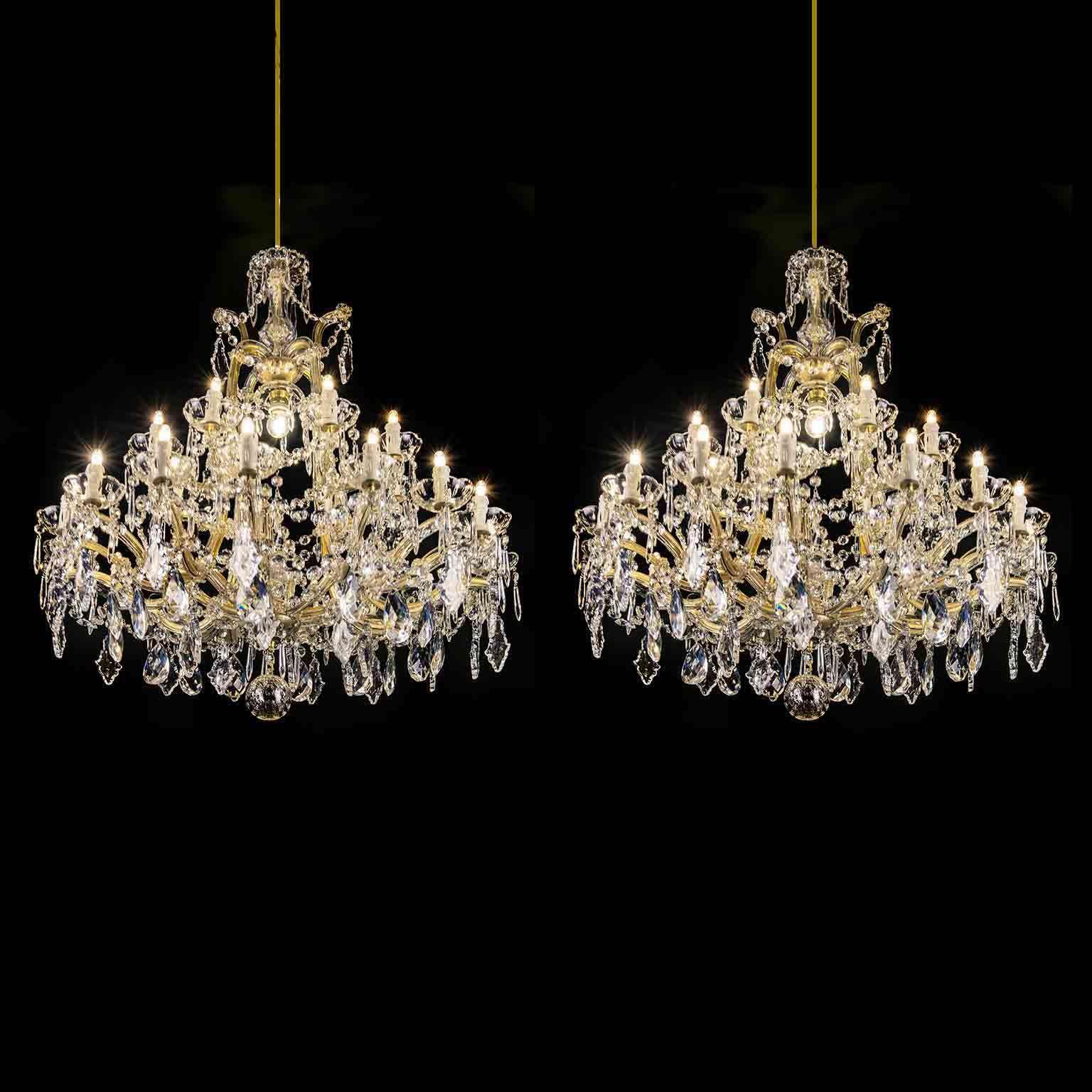 Lampadari In Cristallo Di Boemia Antichi.Coppia Di Antichi Lampadari In Cristallo Maria Teresa Nel