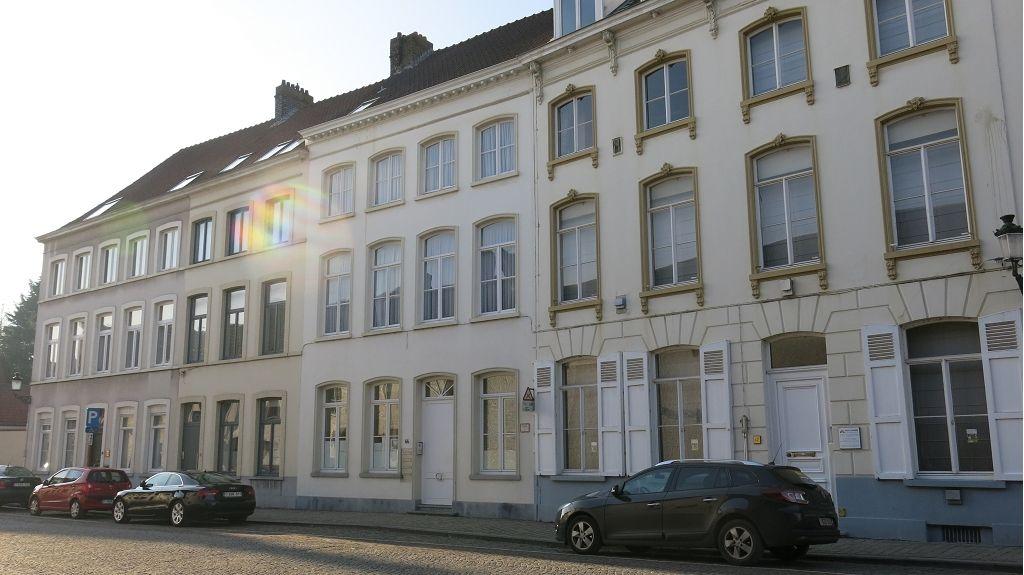 Burgerwoning: woonst en 3 studentenkamers te koop in Brugge
