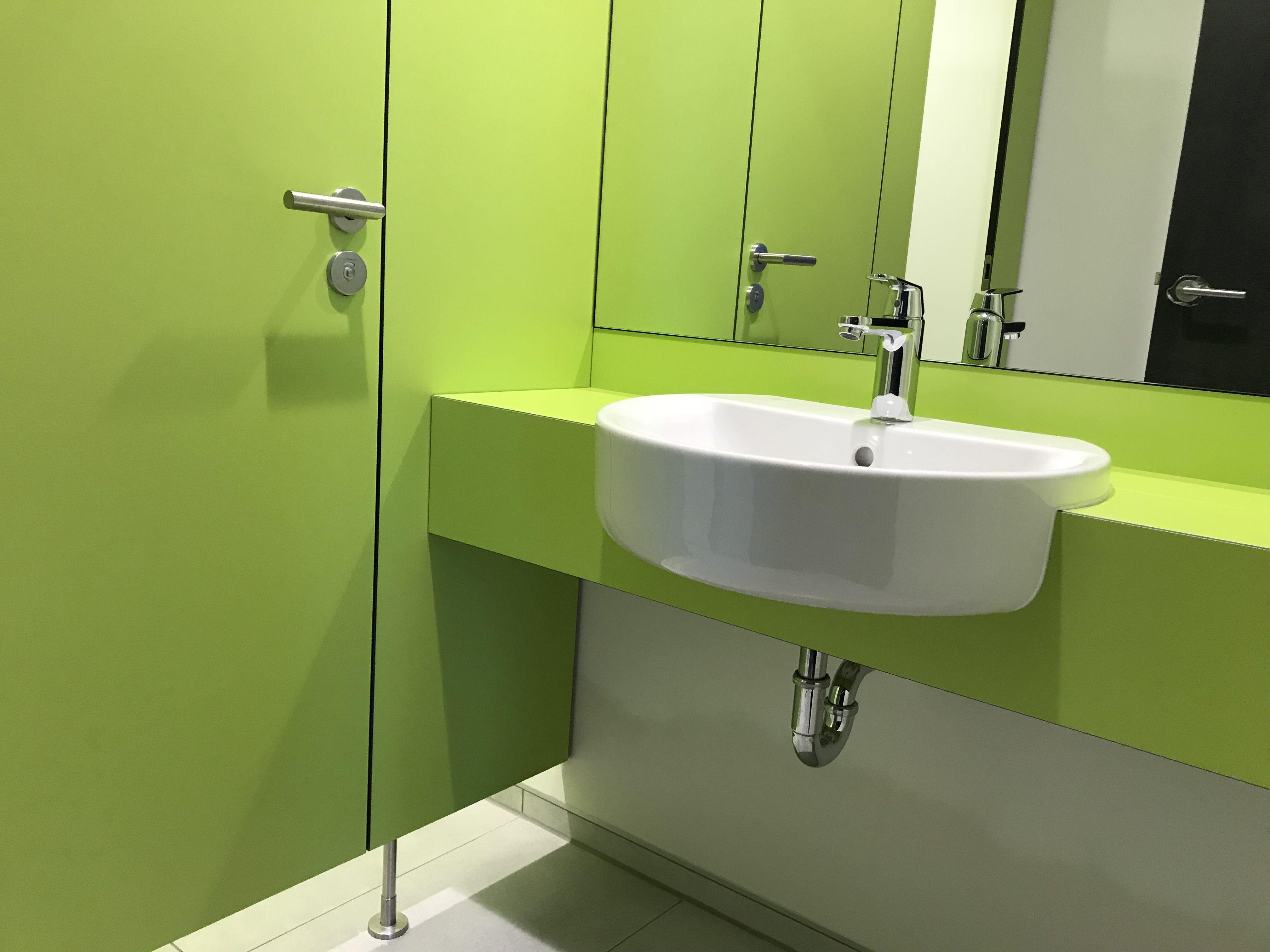Passende Waschtischanlage Mit Bauseitigem Keramik Waschtisch Verwaltungsgebaude Waschtisch Trennwand