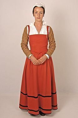Elizabethan Kirtle | A beautifully fitted creation