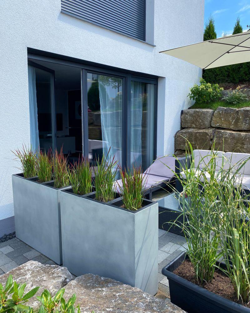 Pin auf Terrasse und Balkon mit Pflanzkübeln gestalten