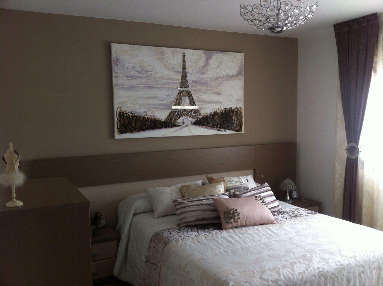Cuadro de par s en el cabecero del dormitorio una combinaci n ideal y muy bonita en casas de - Cuadro cabecero ...
