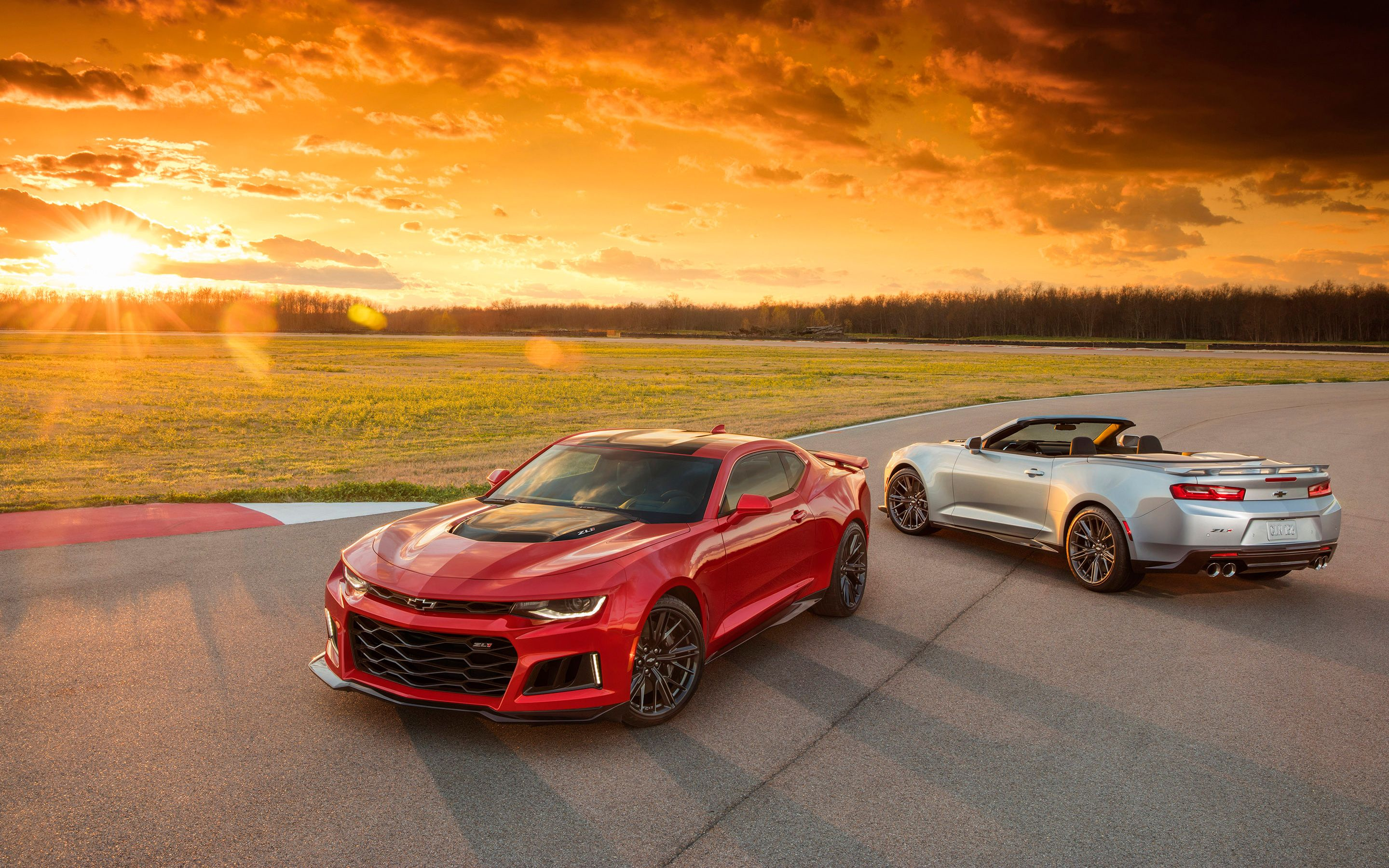 Chevrolet has debuted another jaw dropping update to its popular camaro series at the 2016 new york auto show the bowtied brand s 2017 camaro and