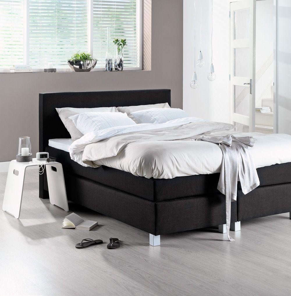 Zwarte boxspring met wit beddengoed  New Bedroom  Wit